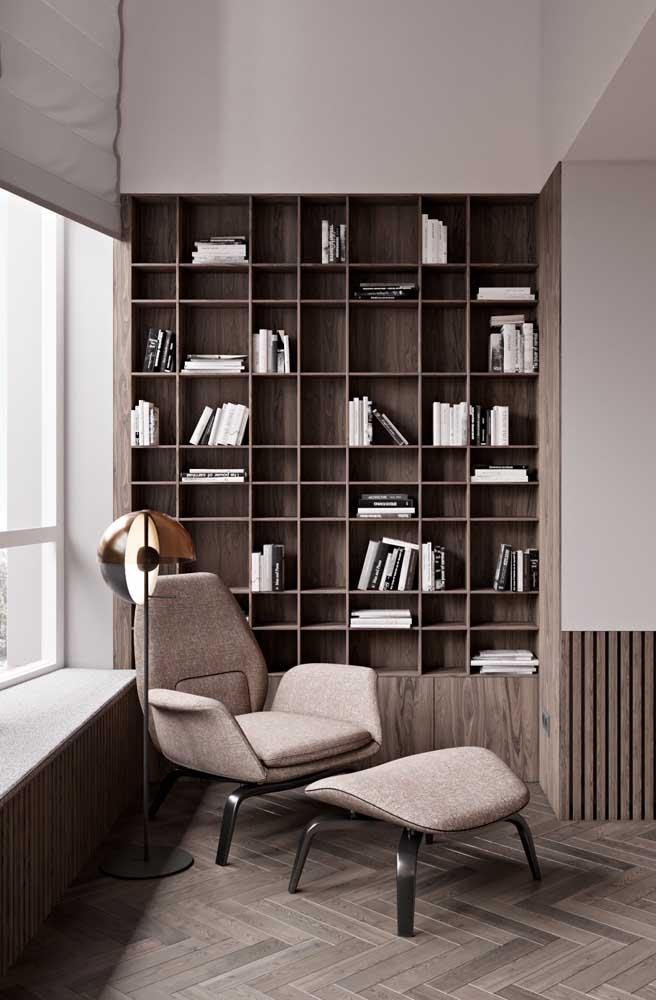 Todo cantinho de leitura pede por um abajur de chão, basta escolher o modelo que melhor se encaixa com o estilo do ambiente