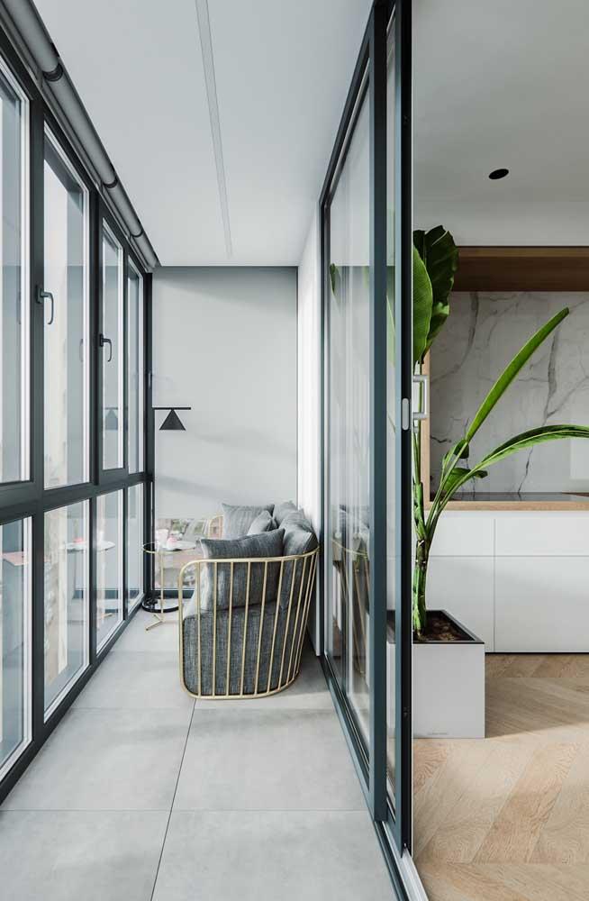 Abajur de chão para iluminar e decorar a varanda do apartamento