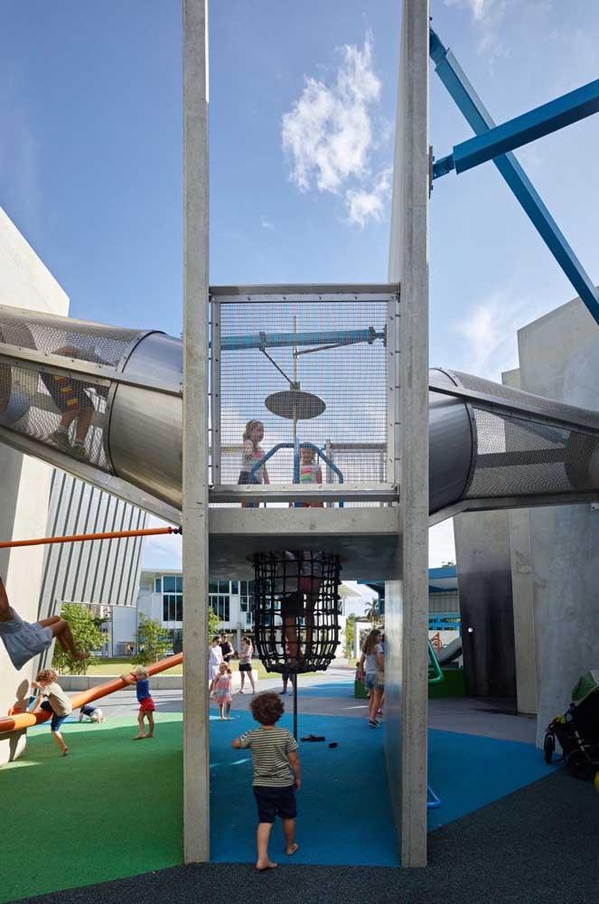 Ideia de playground grande ideal para condomínios e outros locais de uso compartilhado, como creches e escolas