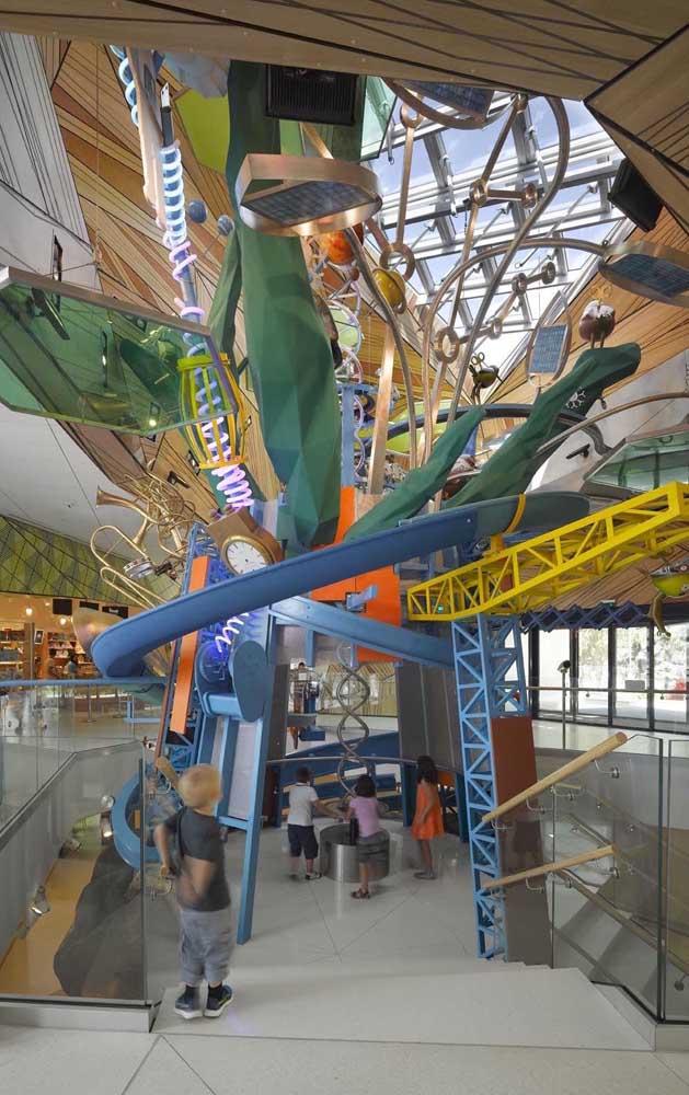 Cores e formas também devem ser exploradas no playground; elas estimulam a imaginação das crianças