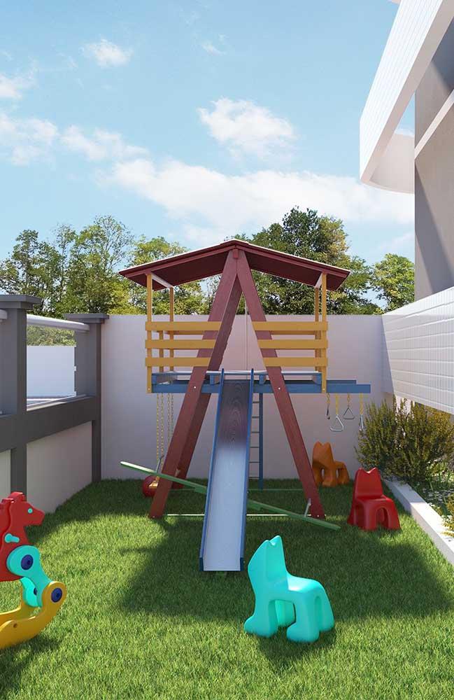 Playground pequeno, mas cheio de possibilidades para as crianças