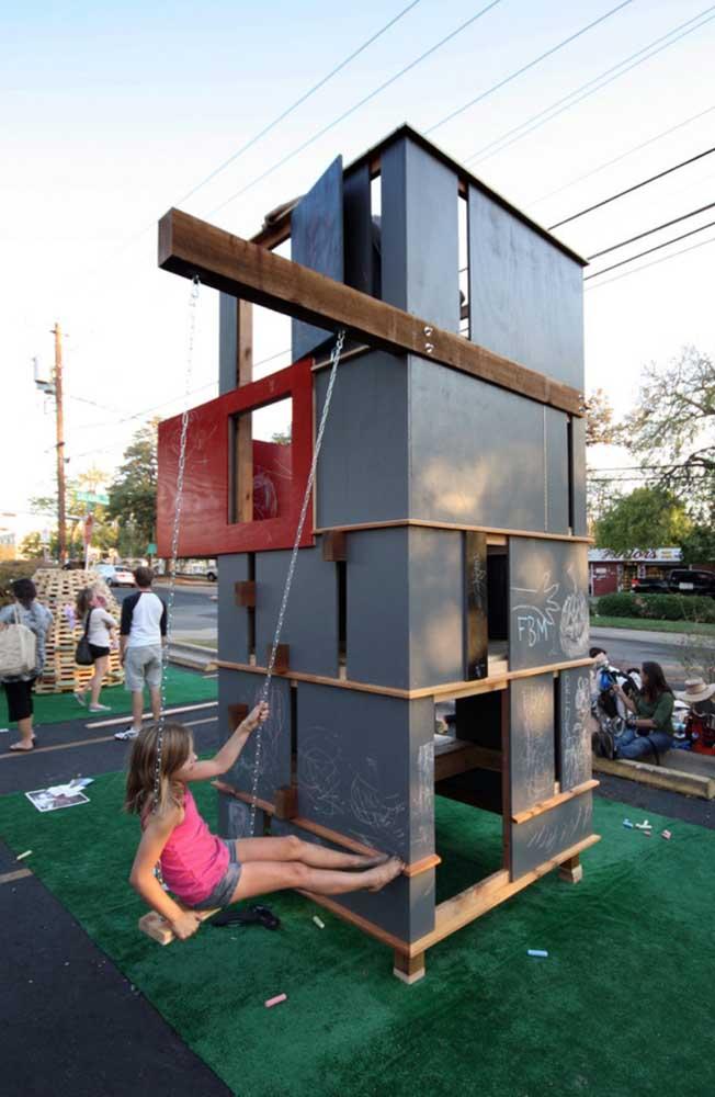 Ótima opção de Playground para fazer no estilo DIY; repare que as paredes da casinha podem ser usadas para rabiscar
