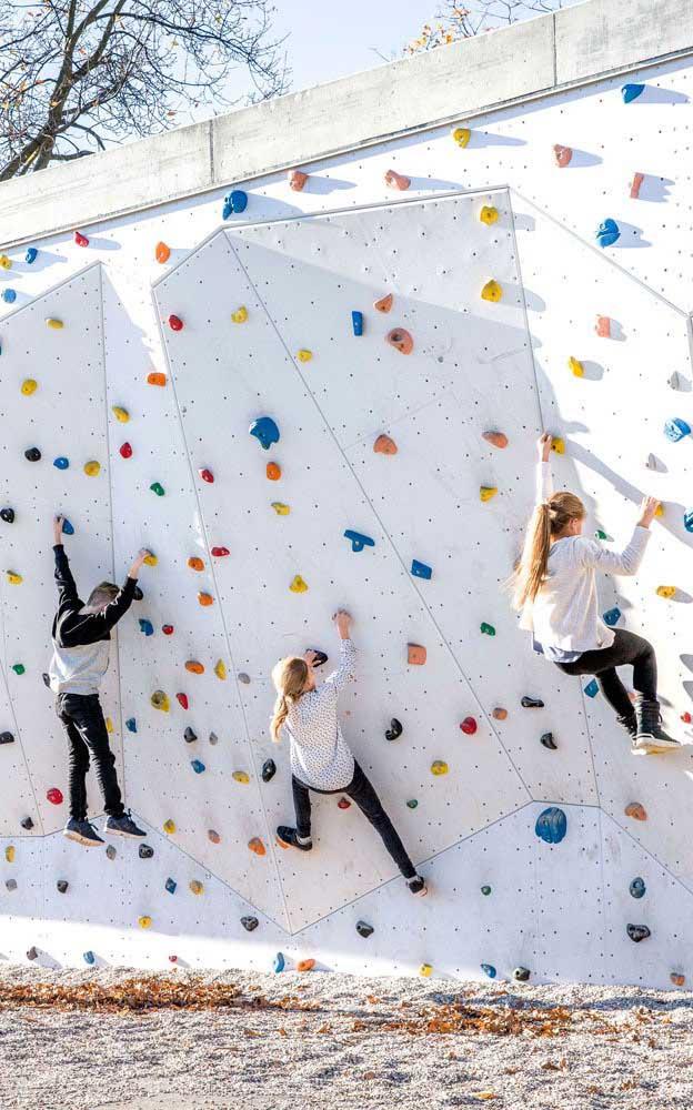 Paredes de escalada maiores devem ser usadas com equipamento de segurança