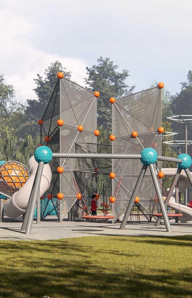 Playground amplo e espaçoso montado no quintal da casa