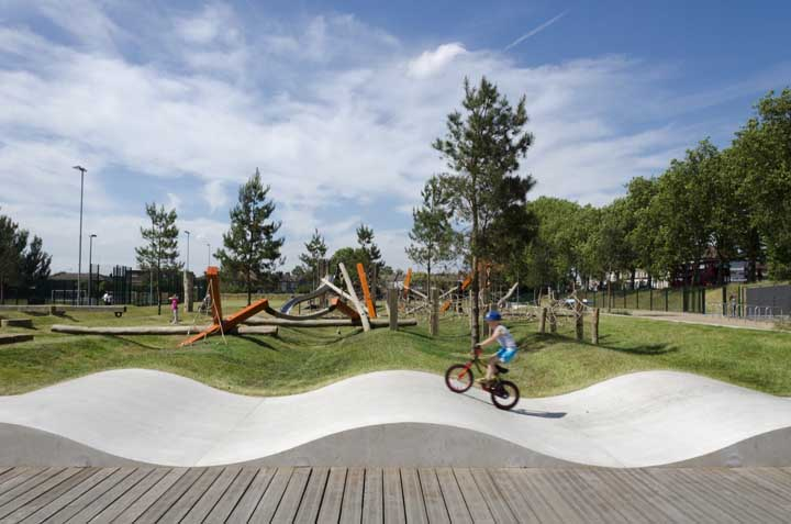 Pista de skate e bicicleta no playground; outra ótima ideia