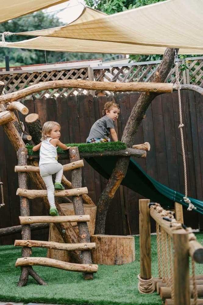 Ideia linda de playground feito com troncos de árvores
