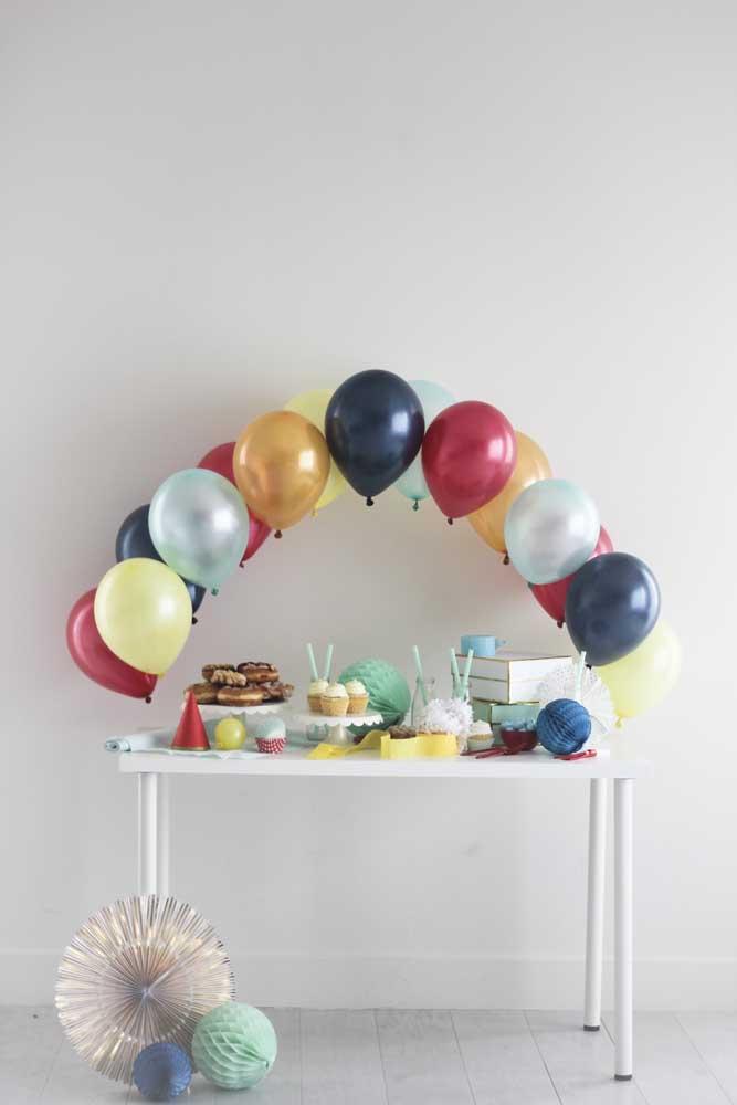 Arco de bexiga pequeno e simples perfeito para festas intimistas