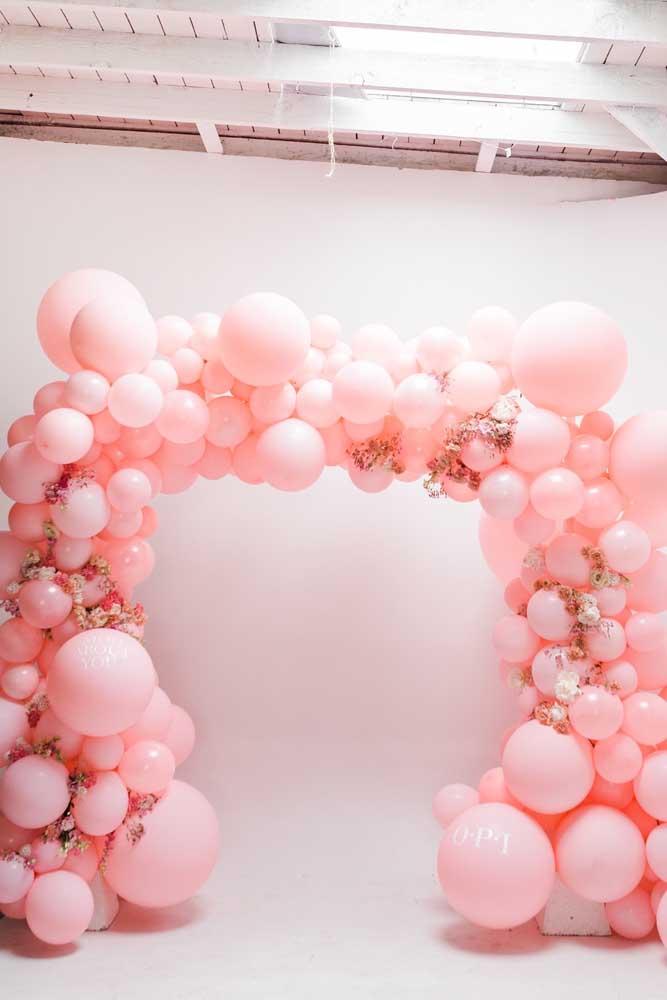 Arco de bexigas rosas; super romântico e delicado