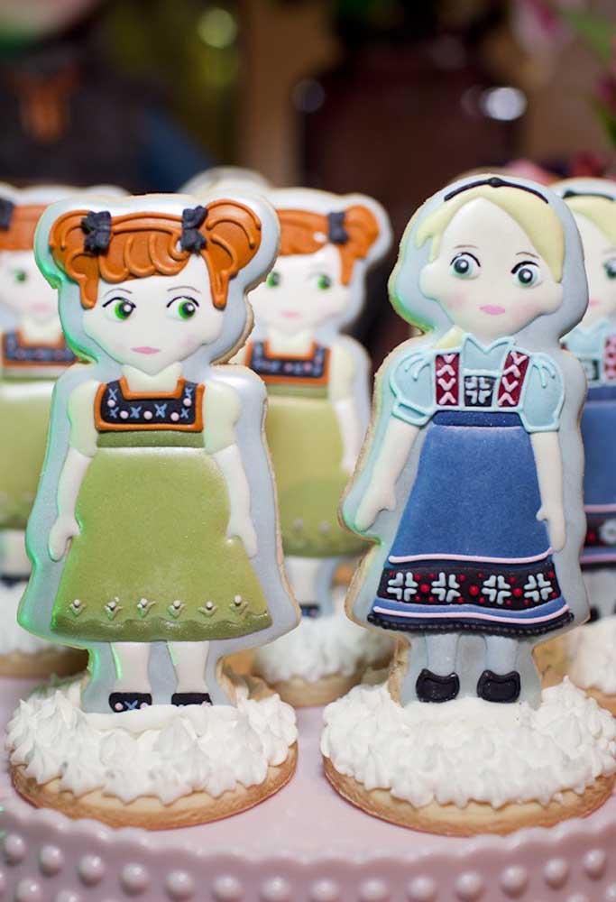Já aqui a ideia foi reproduzir as irmãs Ana e Elsa em biscoitinhos