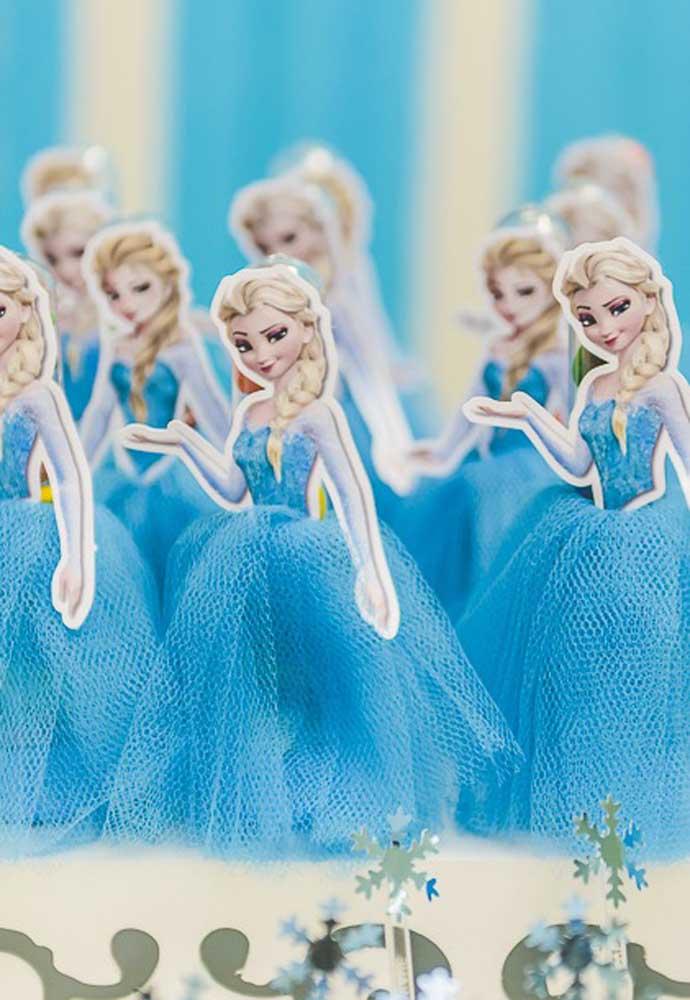 """Que tal espalhar várias """"Elsas"""" pela festa? A ideia abaixo também vale como centro de mesa"""