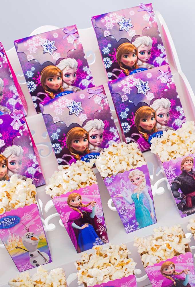 Porque não servir pipoca na festa Frozen? Tá aí uma opção barata e que as crianças adoram