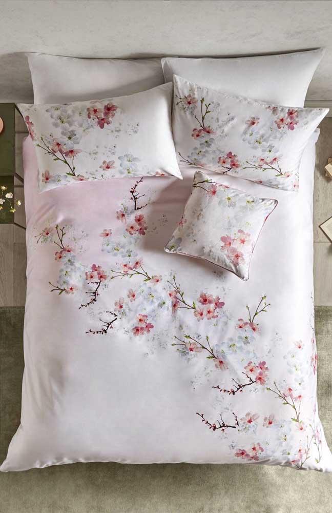 Linda opção para inserir as flores de cerejeira na decor: roupas de cama