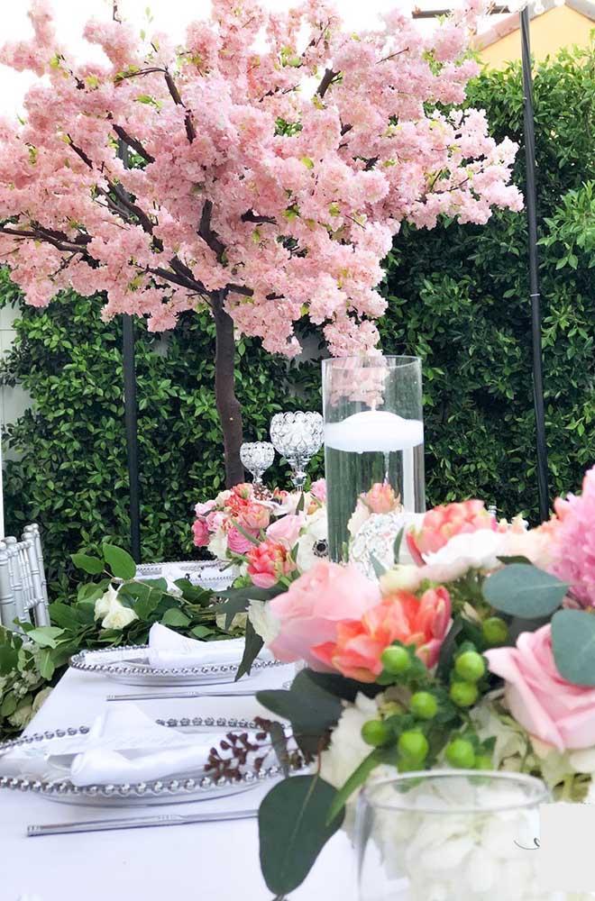 Volumosa e cheia de flores, essa cerejeira é um espetáculo a parte na festa