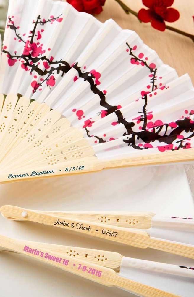 Leque e cerejeiras: dois ícones da cultura oriental japonesa