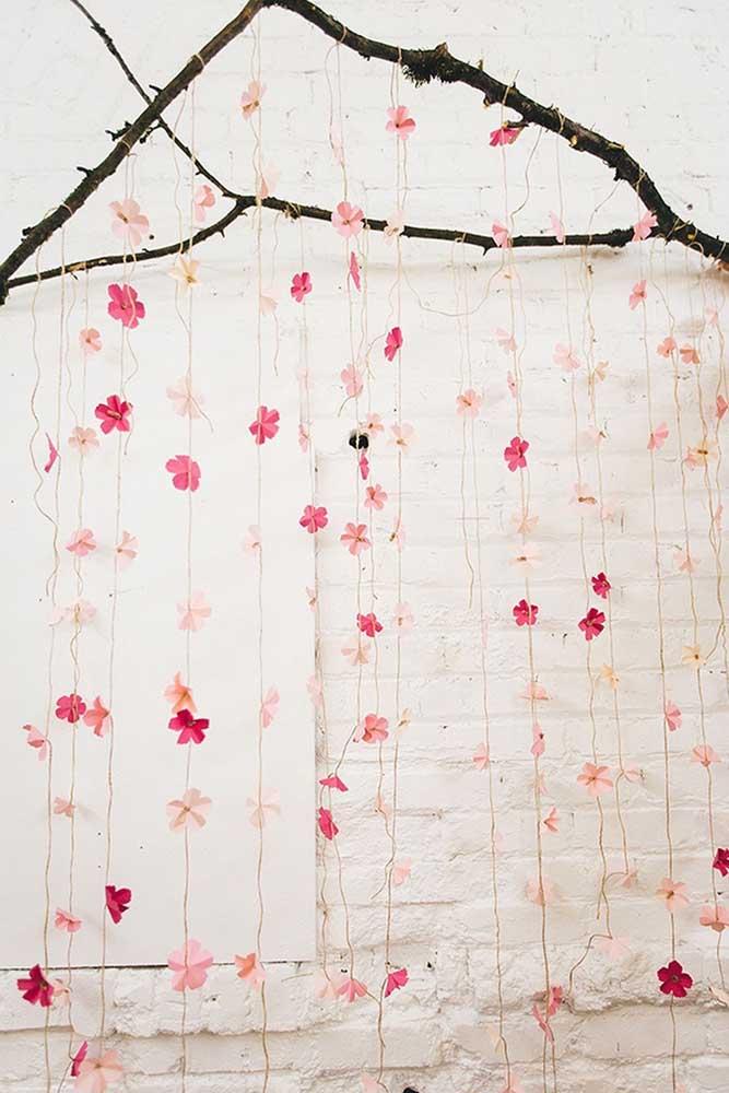 Uma linda e fácil ideia para se inspirar: cortina de flores de cerejeira feitas de papel