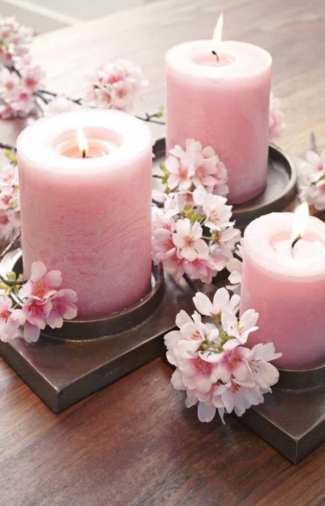 Cerejeiras naturais e velas para decoração da mesa