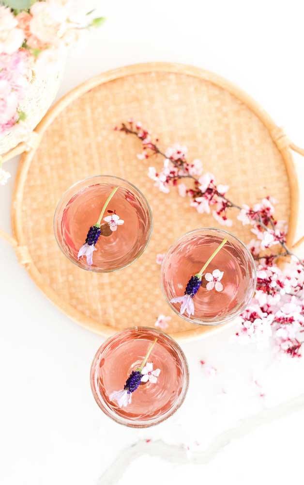 Para ver, sentir e apreciar com todos os sentidos: chá de flores de cerejeira