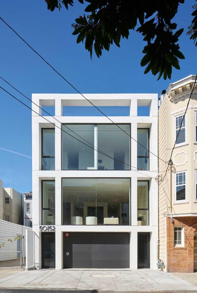 Edifício com três andares de design moderno construído em estrutura de Steel Frame