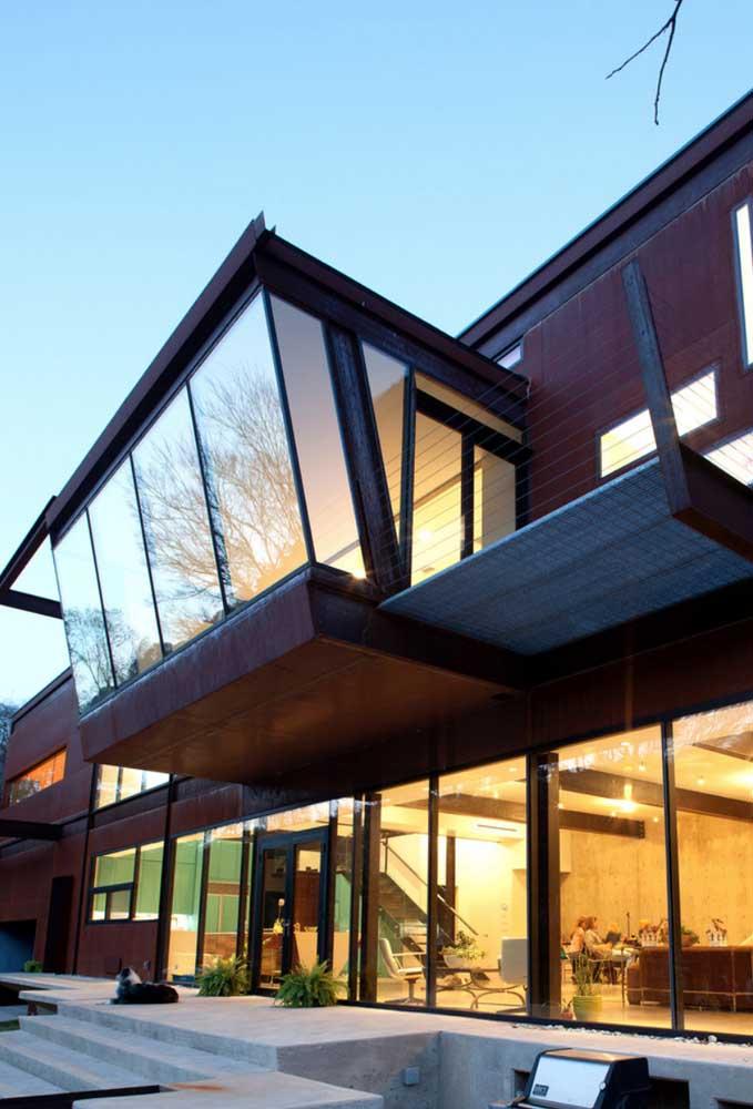Mais uma inspiração contemporânea de construção Steel Frame com acabamento em madeira e vidro