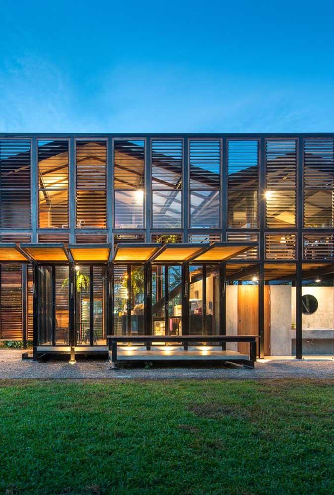 Imóvel com dois pavimentos em Steel Frame com estilo moderno e inovador
