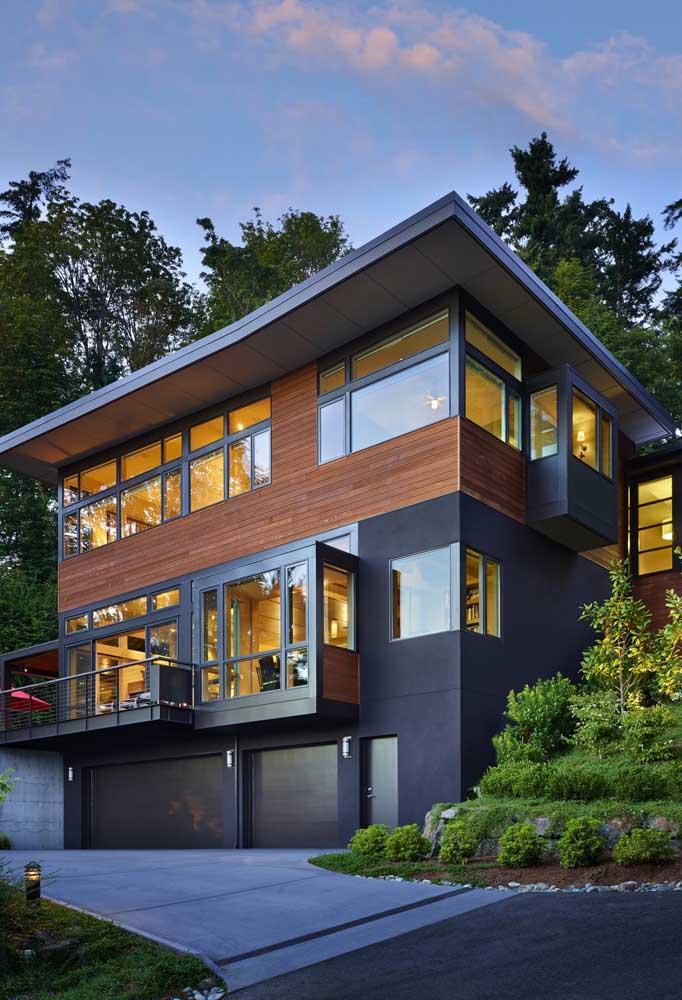 Essa casa em Steel Frame contou com três andares, sendo um deles utilizado como garagem