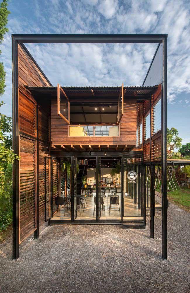 Construção com dois pavimentos em Steel Frame e acabamento em madeira