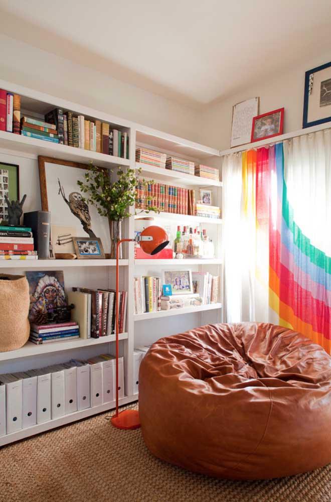 Inspiração colorida e alegre de cortina de voil para sala de estar