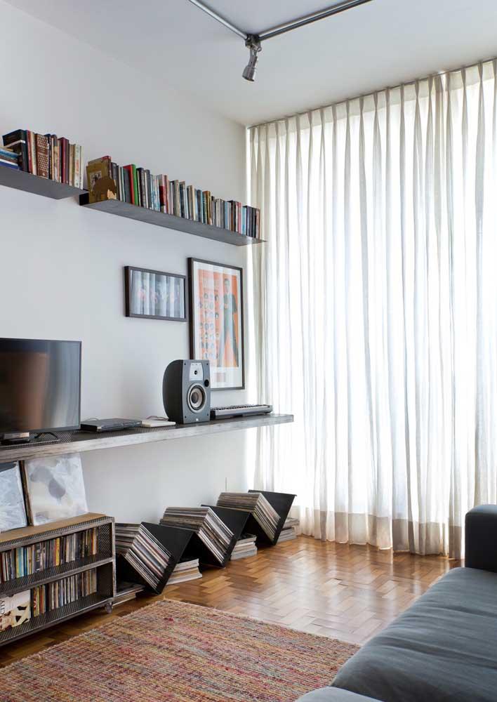Cortina voil bege simples para a sala de estar; controle da luz na medida
