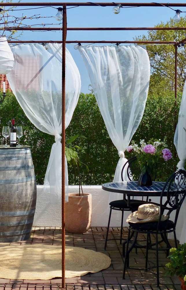 Na área externa, a cortina de voil traz um movimento apaixonante