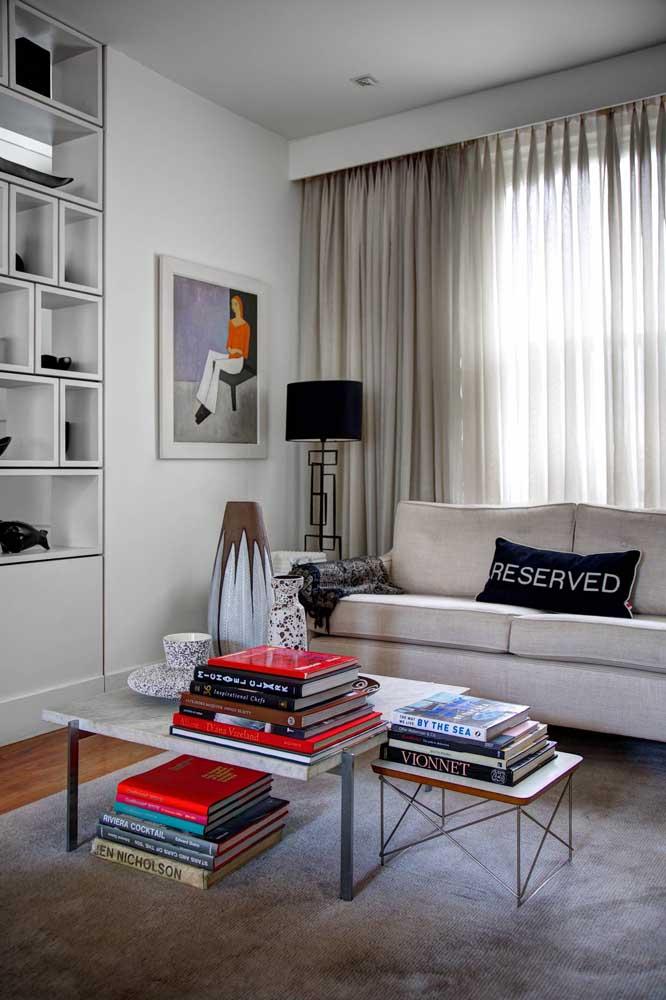 Cortina de voil no cortineiro de gesso; uma opção para lá de sofisticada para os ambientes