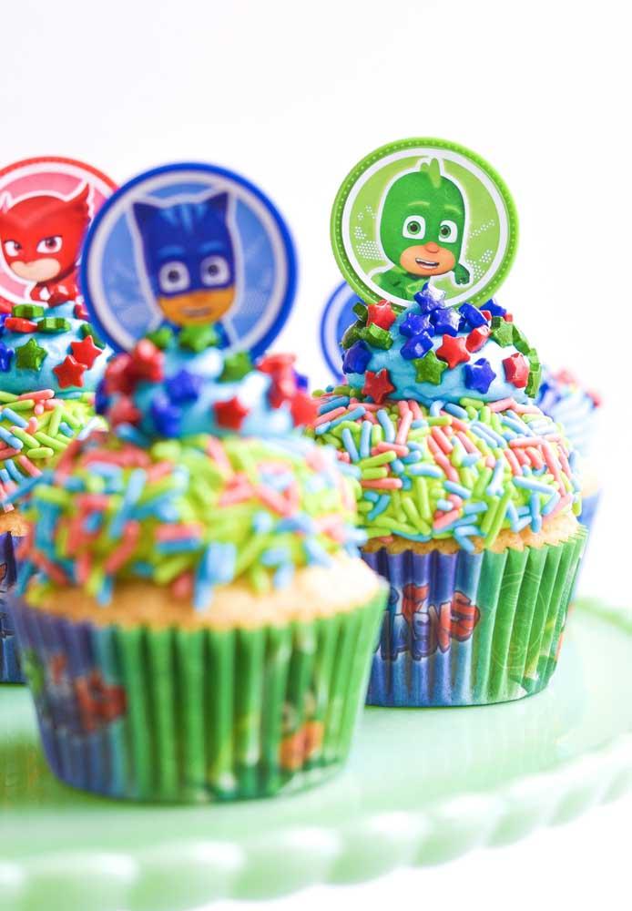 Coloque no topo dos cupcakes a figura dos personagens principais.