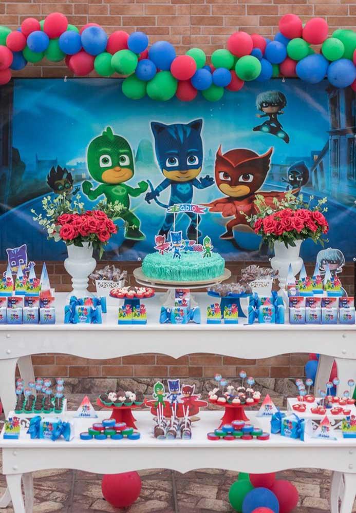 Para fazer o bolo PJ Masks você tem diversas opções que pode ser algo mais simples ou algo mais sofisticado.