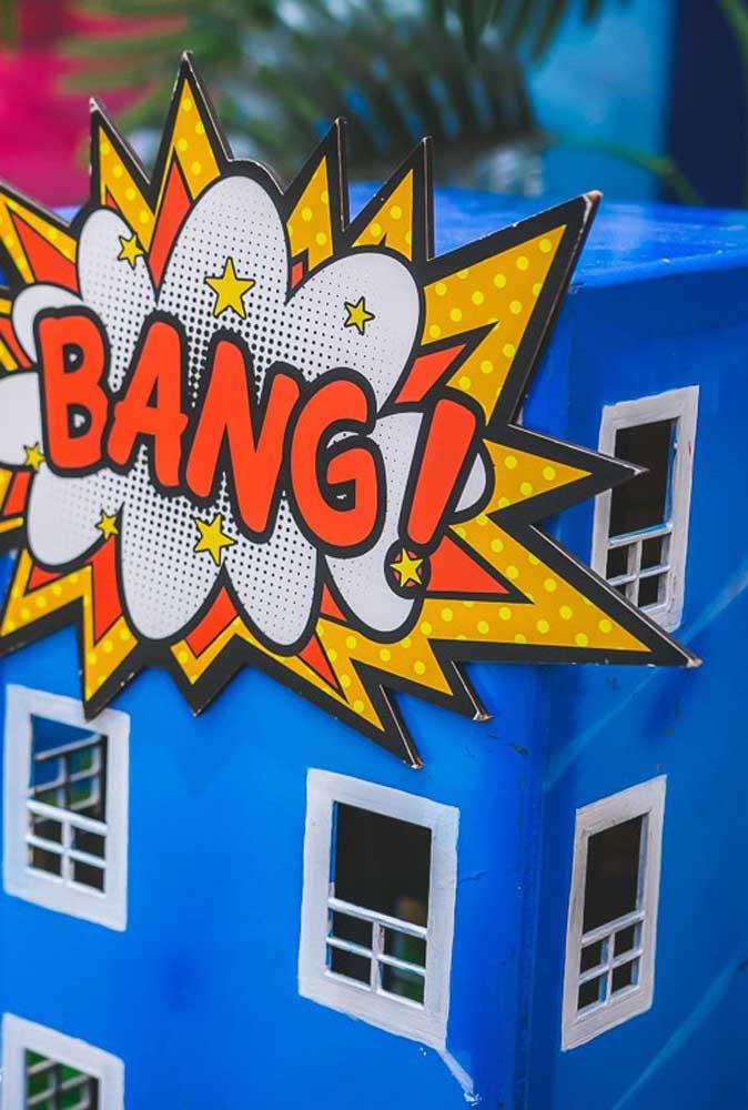 Prepare uma decoração com as frases usadas nas séries de super-heróis.