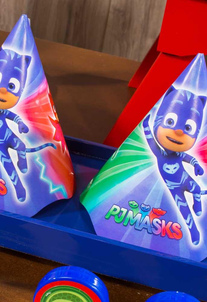 Sabe o que não pode faltar nas festas infantis? O chapeuzinho com o tema do aniversário.
