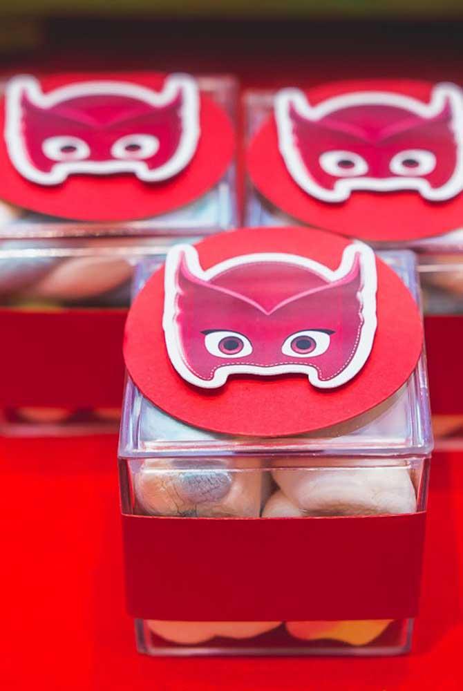 A caixinha de guloseimas foi inspirada na super-heroína Corujita.