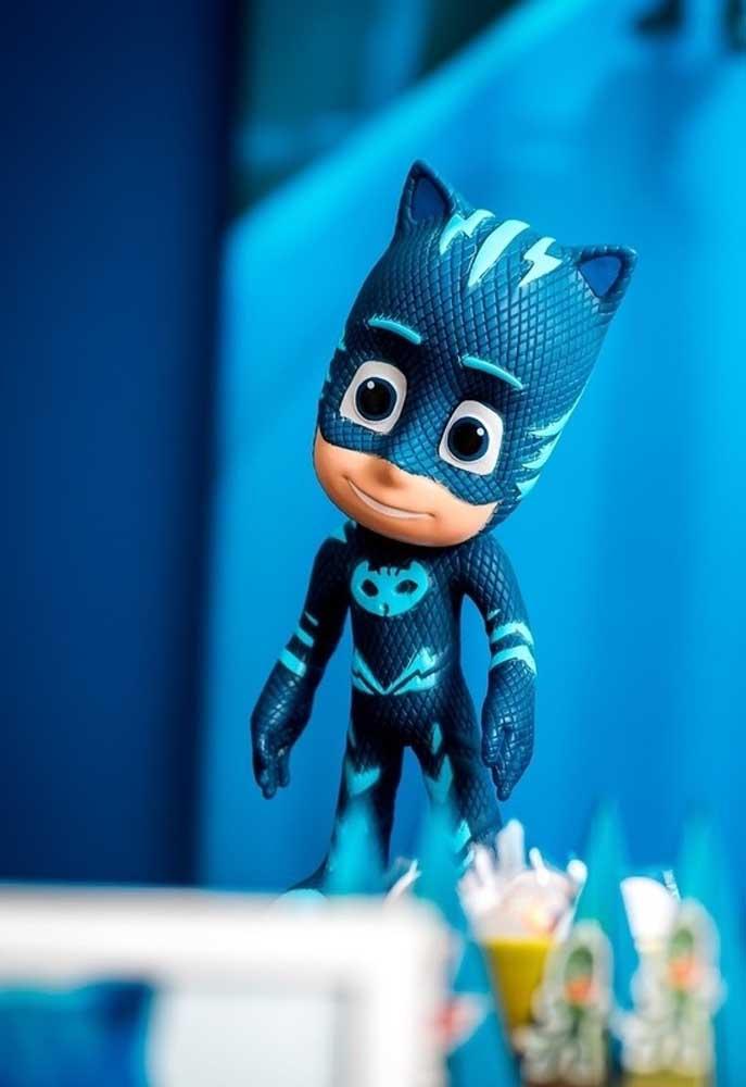 Na decoração PJ Masks não podem faltar os bonequinhos dos principais personagens da série.