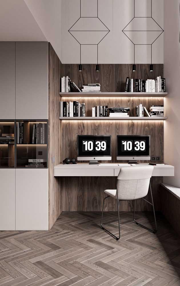 Um home office moderno e aconchegante em tons de branco e madeira