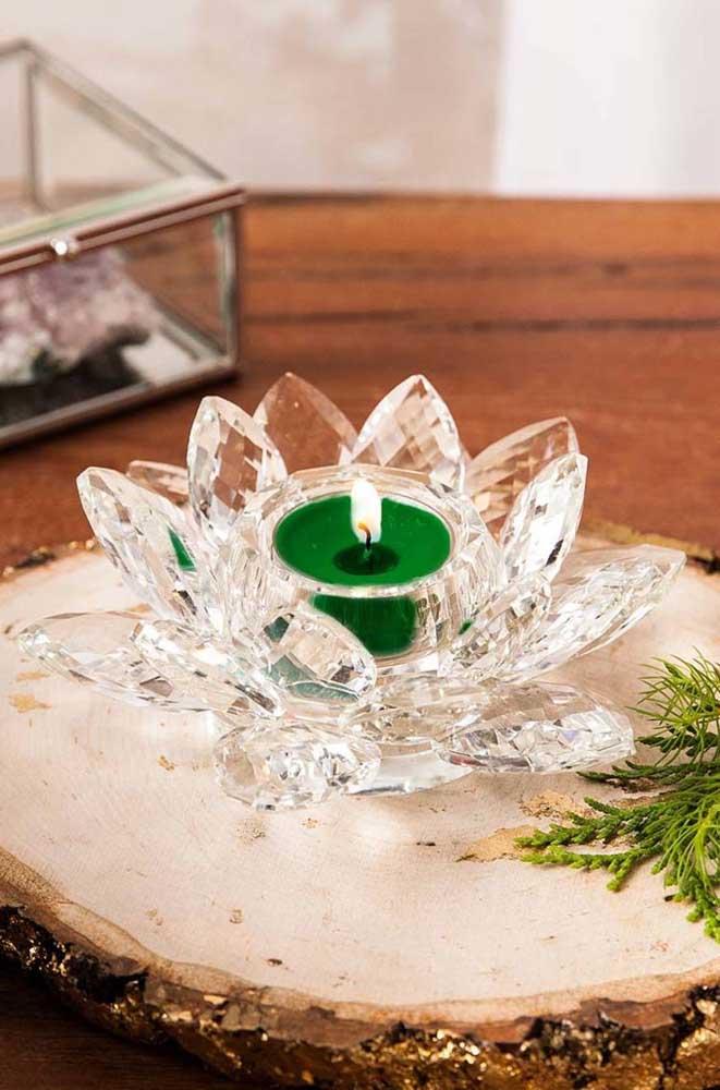 Flor de Lótus de cristal servindo como suporte para velas