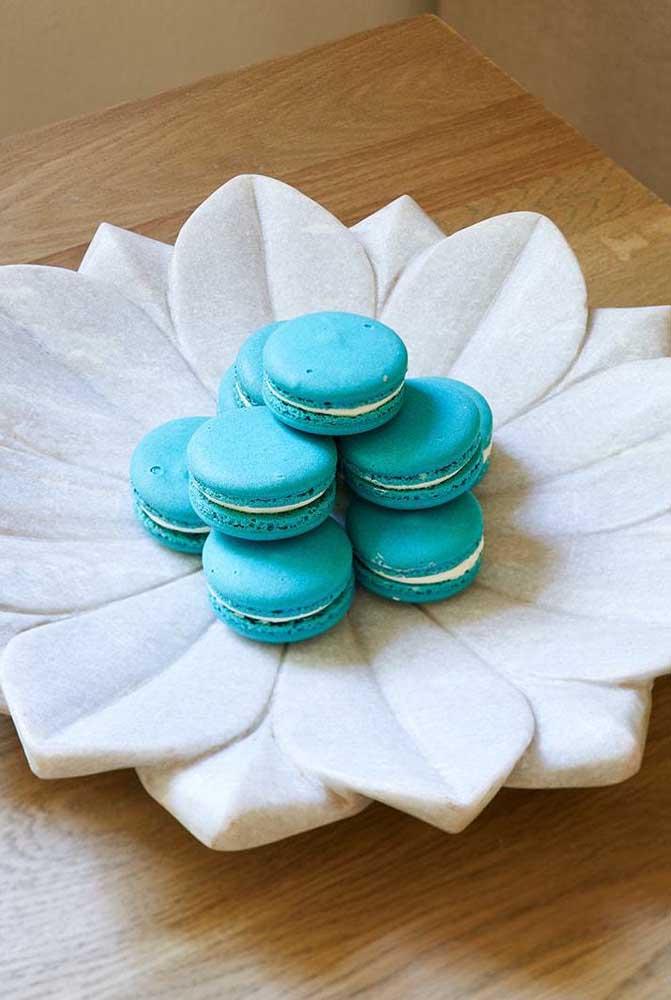 Suporte para doces e outros aperitivos feito em cerâmica com o formato da Flor de Lótus