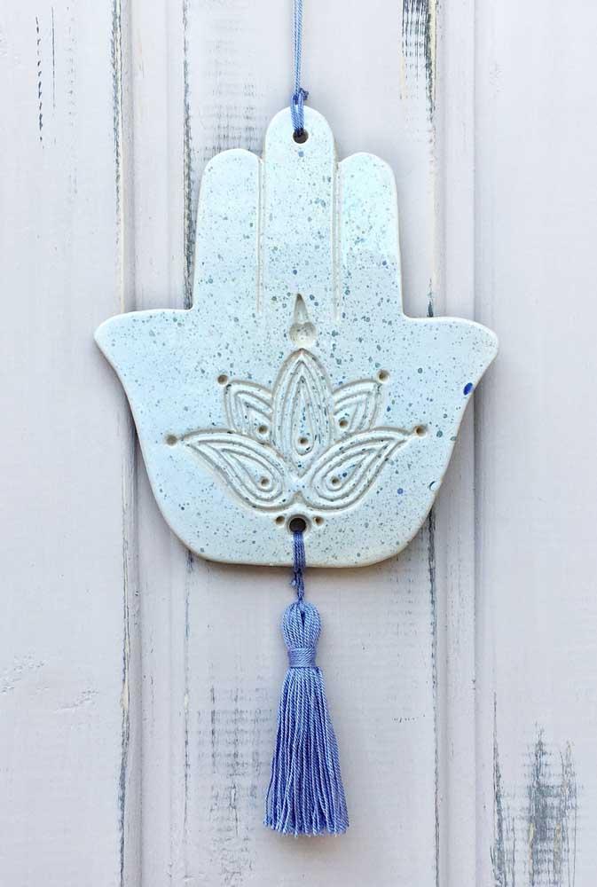 Que tal agora unir duas simbologias poderosas? O Hamsá e a Flor de Lótus