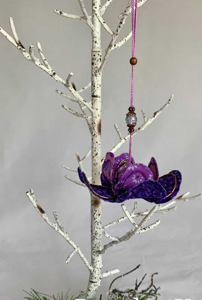 O lilás, cor da transmutação, casa perfeitamente com o simbolismo da Flor de Lótus