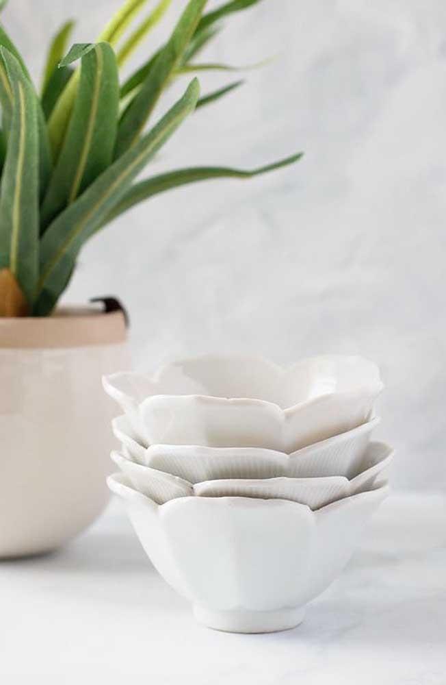 Cumbuquinhas de cerâmica com o formato da flor