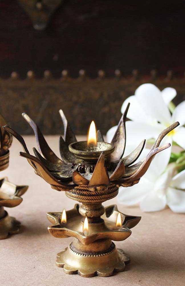 Esse castiçal em formato de Flor de Lótus é para arrancar suspiros dos apaixonados pela cultura oriental