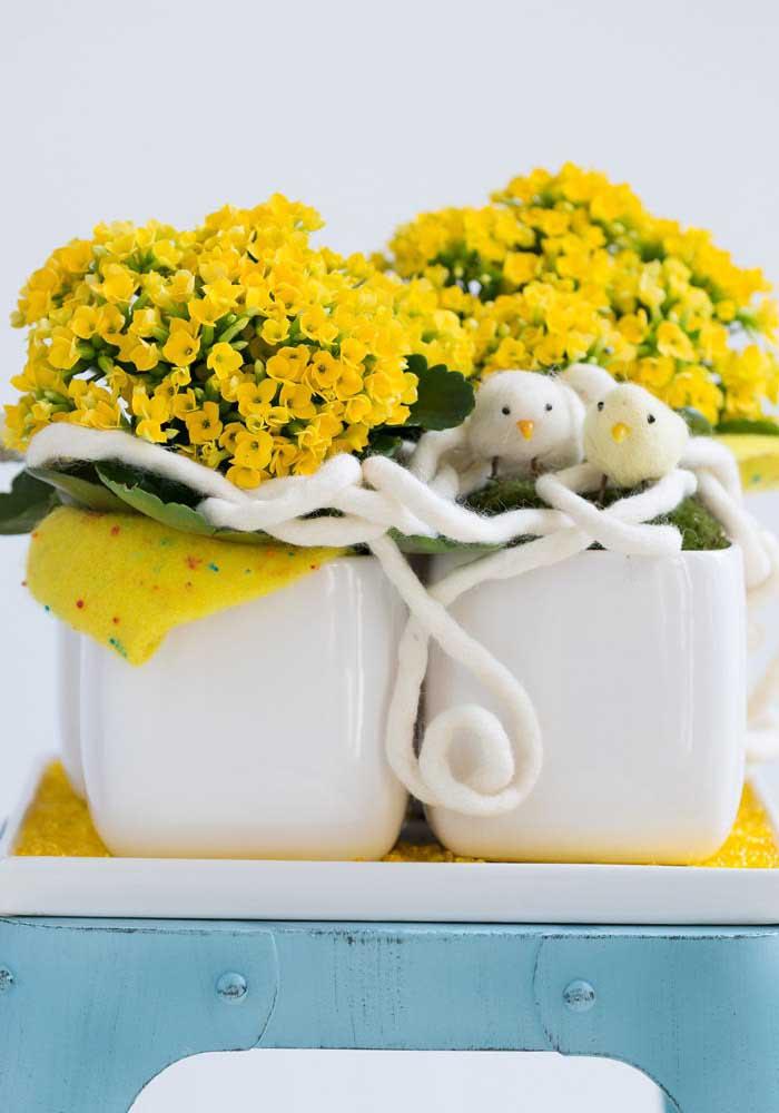 As Kalanchoes amarelas são puro destaque junto ao branco da decoração
