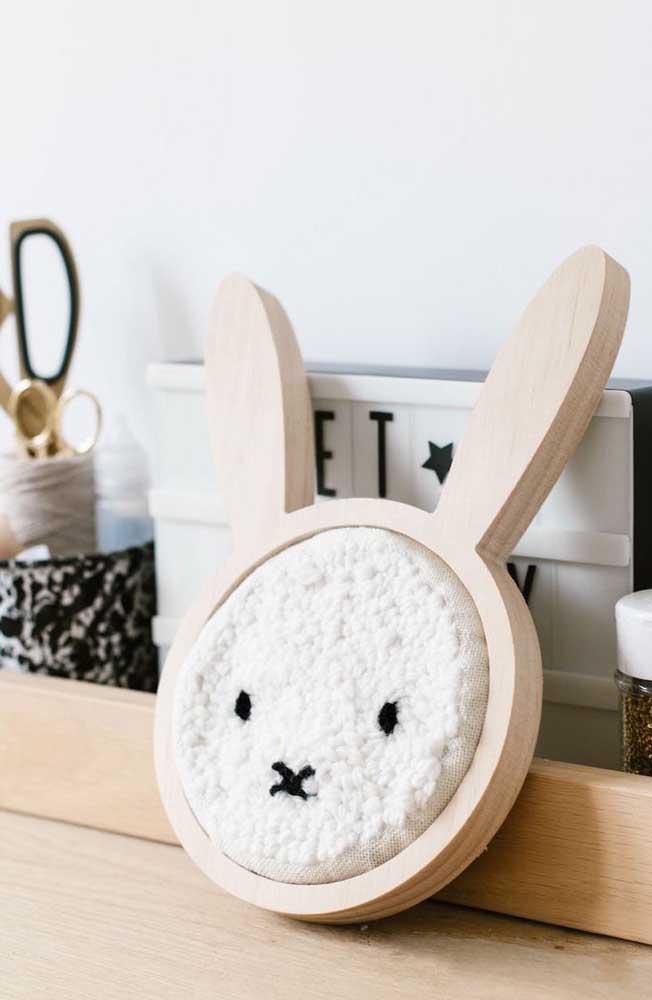 Que fofura esse coelho em ponto russo; repare que apesar da figura, não é um trabalho difícil de ser feito