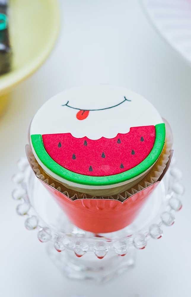 Cupcake decorado com pasta americana para festa Magali