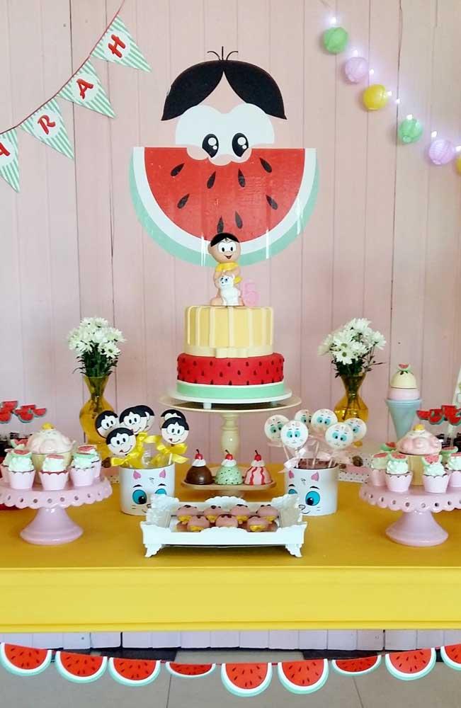 """Mesa simples e delicada para festa de aniversário com o tema """"Magali"""""""
