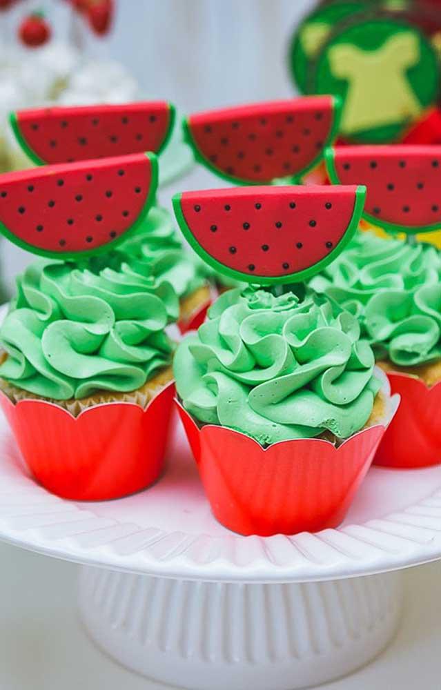 Os cupcakes são sempre grandes aliados da decoração de festas, já que eles podem ser personalizados com o tema