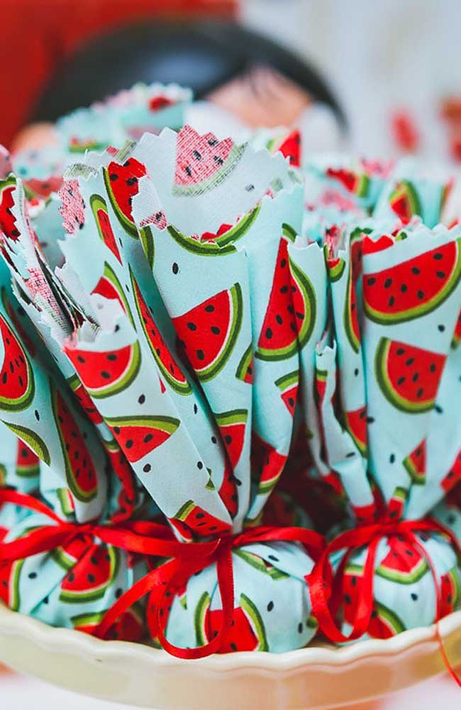 Saquinhos de melancia para lembrancinhas de festa de aniversário da Magali