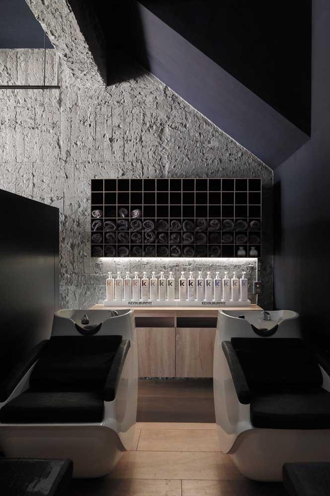 Este salão de beleza ganhou um espaço exclusivo para os lavatórios